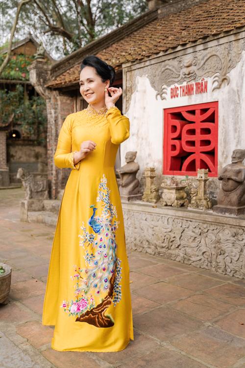 Mẹ chồng Lan Hương gợi ý áo dài cho các mẹ - page 2 - 20