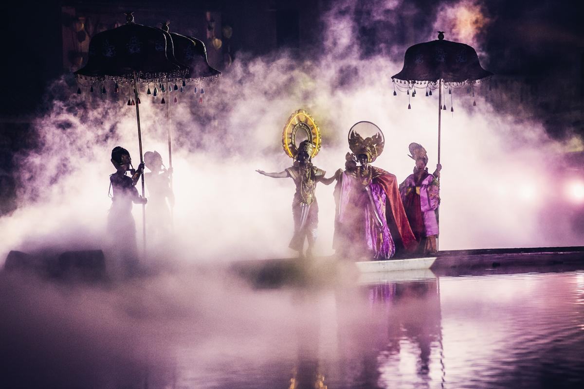 Màn thứ hai của show diễn là Đám cưới, nói về câu chuyện công chúa Huyền Trân được gả cho vua Chăm Pa.