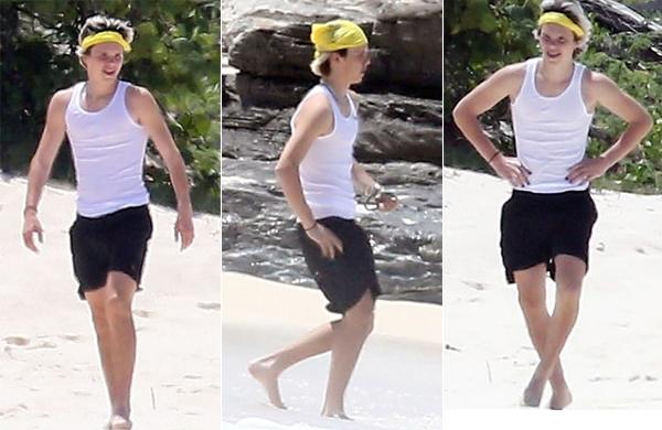 Cậu út Cruz nhí nhảnh vui cười trên bãi biển. Chàng trai 15 tuổi mê âm nhạc càng lớn càng giống anh hai Romeo.