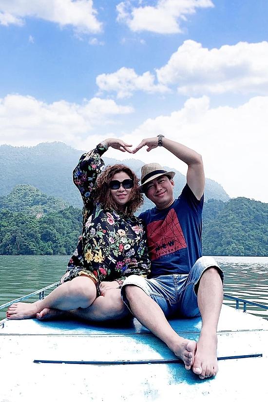 Mỗi người bận rộng công việc riêng song họ thường cùng nhau đi du lịch nhiều nơi trong nước lẫn nước ngoài. Nam diễn viên bày tỏ từ khi tái hôn với Thu Trà, cuộc sống của anh có nhiều thay đổi theo hướng tốt đẹp, hạnh phúc hơn.