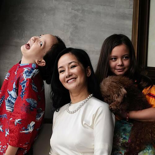 Ca sĩ Hồng Nhung mừng hai con song sinh Tôm - Tép tròn 9 tuổi.