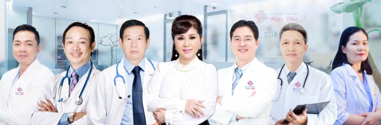 Đội ngũ bác sĩ với hơn 30 năm kinh nghiệm.