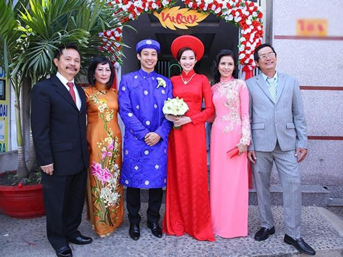 Tháng 2 năm 2015, hoa hậu Trúc Diễm cũng diện áo dài lụa đỏ trong đám cưới với doanh nhân Việt Kiều Mỹ. Cô kết hợp bộ cánh cùng khăn đóng gọn gàng. Dáng áo kín đáo nhưng vẫn tôn được nét gợi cảm cho cô dâu nhờ phom áo ôm sát và may chiết ly ngực.