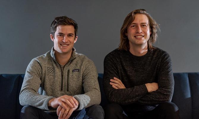 Hai nhà đồng sáng lập Plaid Zach Perret (phải) và William Hockey. Ảnh: Plaid.