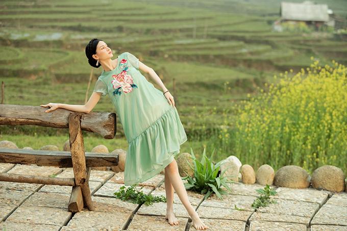 Váy lụa xuân hè lấy cảm ứng Tây Bắc