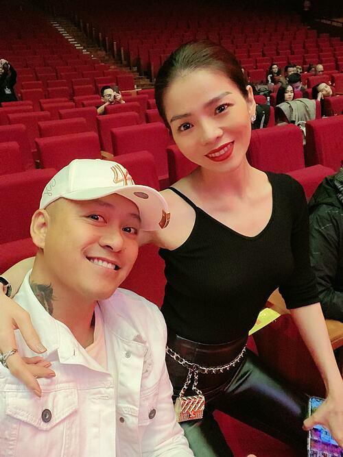 Tuấn Hưng selfie cùng ca sĩ Lệ Quyên.