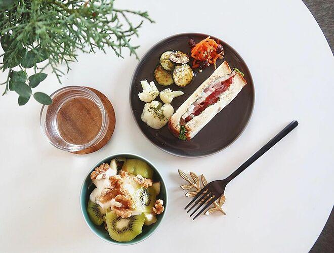 Ota chỉ ăn đủ 3 bữa mỗi ngày với thực phẩm lành mạnh.
