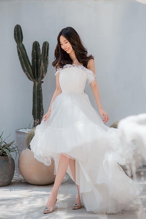 Chiếc đầm xoè phù hợp với các hoạt động ngoài trời, đặc biệt là chụp ảnh cưới ngoại cảnh mùa hè.