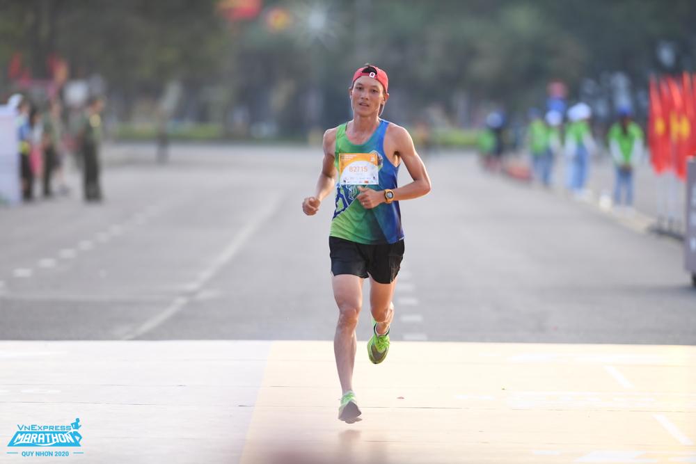 Runner chinh phục cuộc đua VnExpress Marathon Quy Nhơn 2020. Ảnh: VnExpress Marathon.