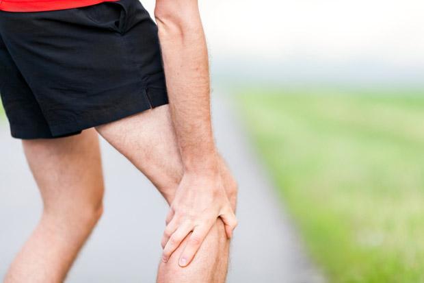 Chuột rút (vọp bẻ) là hiện tượng co thắt mạnh, không kiểm soát, thường xuất hiện ở các cơ, đặc biệt là cơ bắp chân, đùi hoặc bàn chân. Vận động viên chuyên nghiệp lẫn người chạy bộ thường xuyên có thể quen với tình trạng này.
