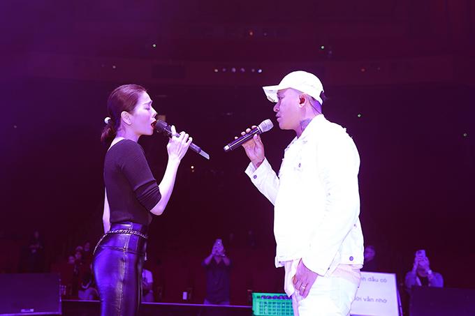 Tuấn Hưng chia sẻ, Lệ Quyên là người hát đôi hợp nhất với mình. Họ gắn bó từ thời nữ diễn viên còn hoạt động ở Hà Nội và chủ yếu hát nhạc trẻ.