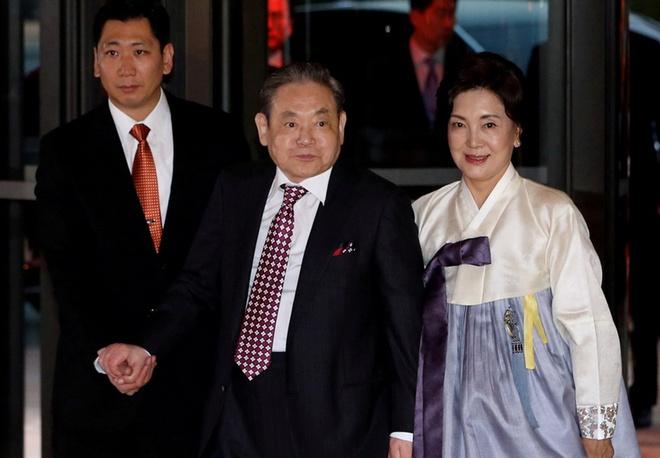 Cố chủ tịch Samsung Lee Kun-hee và vợ, bà Hong Ra-hee. Ảnh: Yonhap.