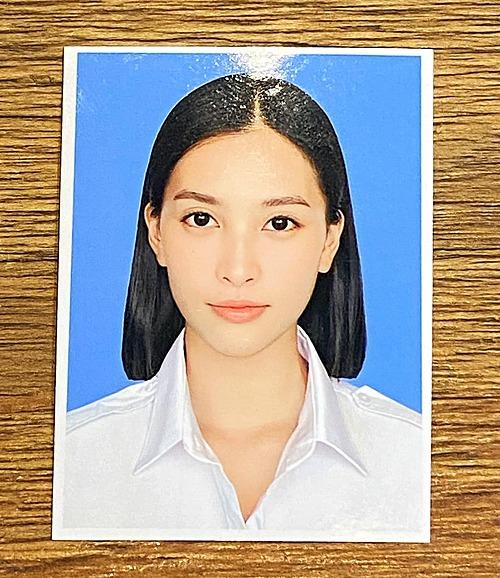 Hoa hậu Tiểu Vy khoe ảnh thẻ mới chụp.