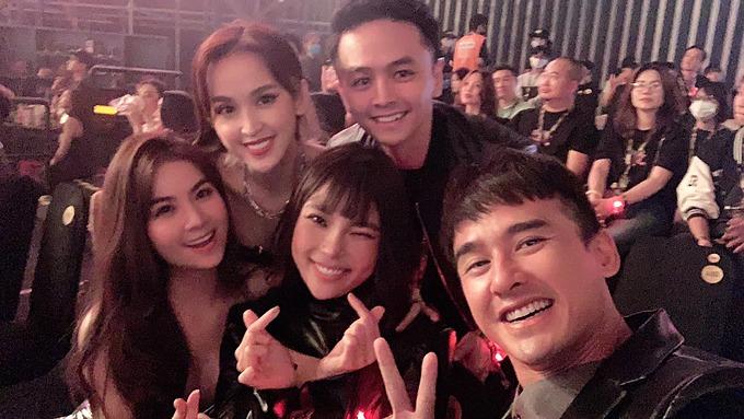 Vợ chồng Văn Anh - Tú Vi hội ngộ Lương Thế Thành - Thuý Diễm, Kha Ly khi tham dự một chương trình.