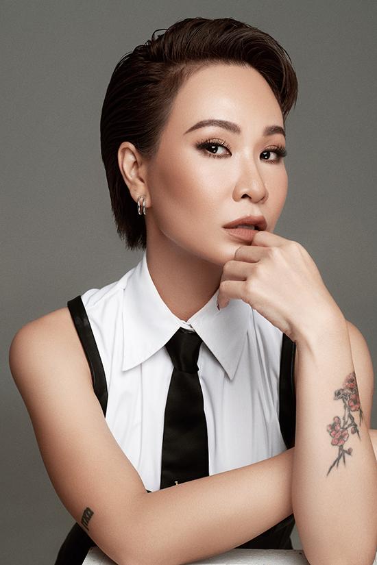 Ca sĩ Uyên Linh.