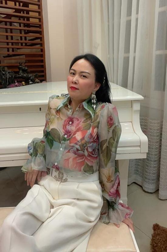 Một chi tiết khác được nhiều khán giả phát hiện là Phượng Chanel lâu nay dùng tài khoản mạng xã hội của Quách Ngọc Ngoan, song thời gian gần đây cô trở về tài khoản riêng của mình. Những hình ảnh đời thường được cô chăm chỉ đăng tải.