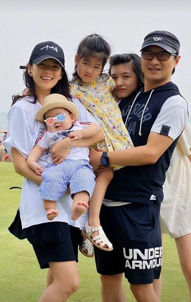 Gia đình hạnh phúc của Chương Tử Di - Uông Phong.