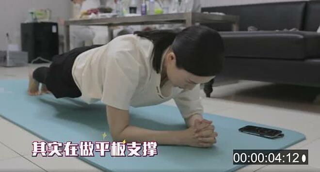 Chương Tử Di tích cực tập plank để lấy lại vóc dáng sau sinh.