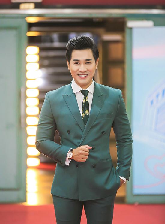 Sau nhiều gameshow đình đám như The Remix, Sing My Song, The Voice..., Nguyên Khang tiếp tục được mời đảm nhận vai trò MC của chương trình Thay lời muốn nói từng gắn với tên tuổi của MC Quỳnh Hương trong nhiều năm.