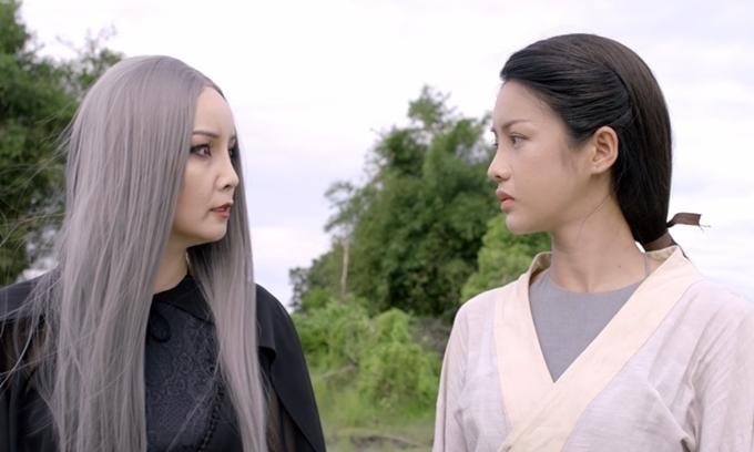 Mai Thu Huyền vào vai Đạm Tiên (trái) bên Thúy Kiều do Trình Mỹ Duyên đảm nhận.