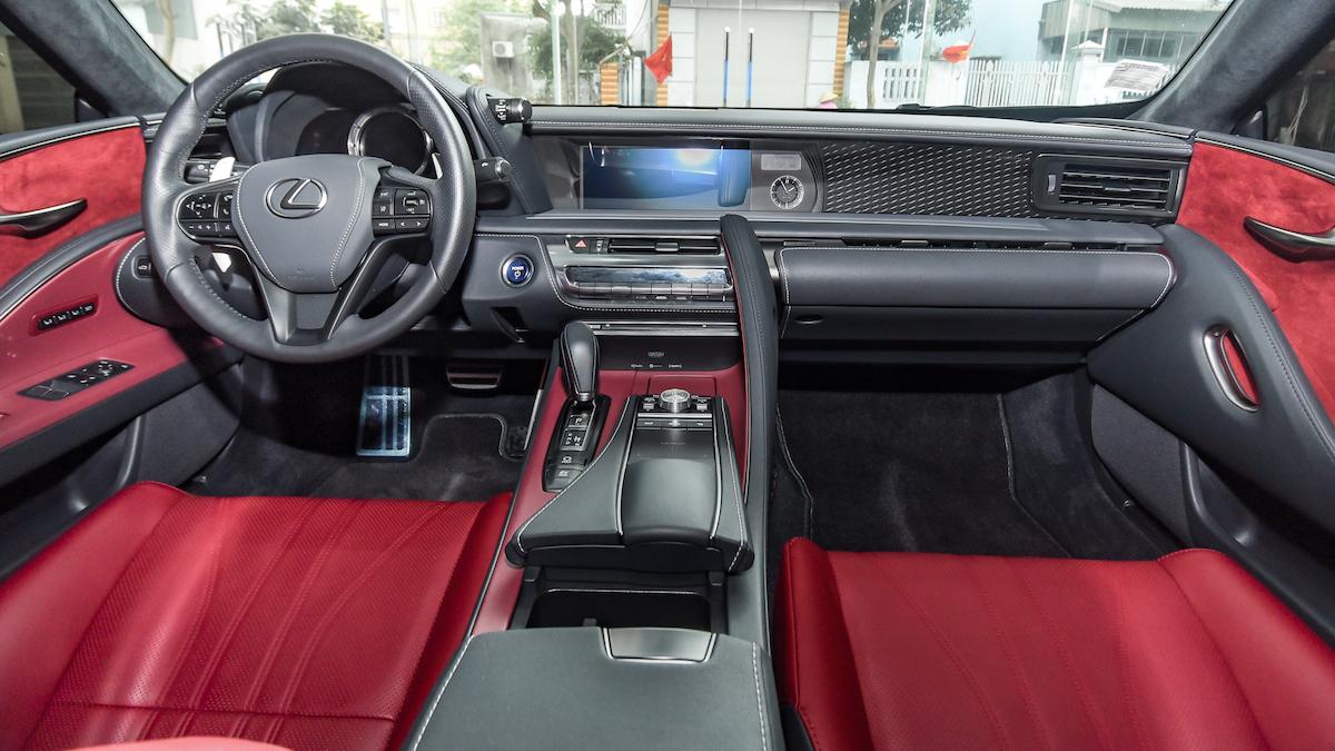 Nội thất thể thao của Lexus LC500h. Ảnh: Tới Nguyễn
