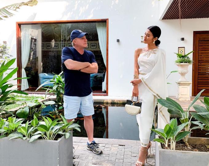 Cổ Diện diện trang phục truyền thống Campuchia trong chuyến du lịch xứ sở chùa tháp với bạn trai CEO.