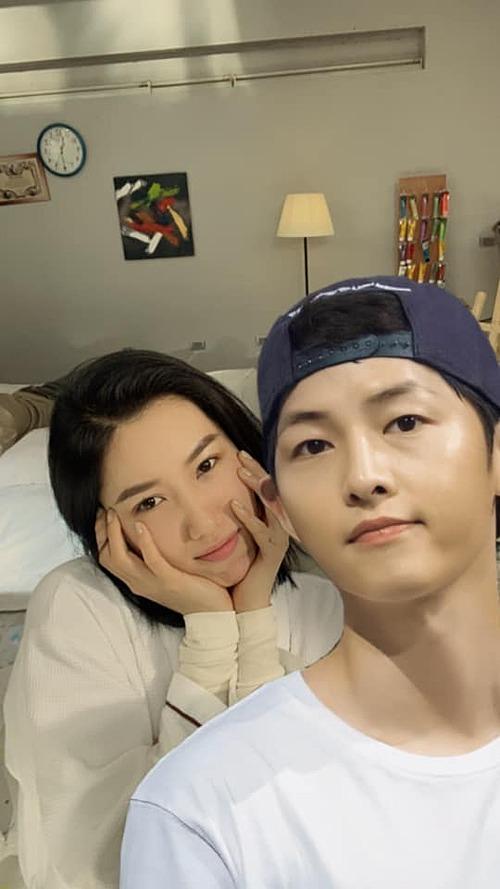 Em đã nói ảnh là đừng công khai rồi mà ảnh cứ bắt em đăng hình, Thuý Ngân hài hước chia sẻ về bức ảnh ghép chung cùng nam diễn viên Hàn Quốc nổi tiếng Song Joong-ki.