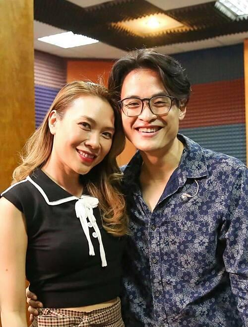 Mỹ Tâm rạng rỡ bên ca sĩ Hà Anh Tuấn trong buổi tập cho liveshow Tri Âm sắp tới.