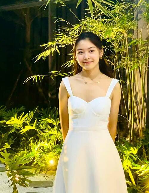 Vẻ xinh xắn, đáng yêu của bé Lọ Lem - con gái đầu nhà MC Quyền Linh ở tuổi trăng rằm 15.