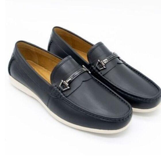 Ngoài đồng hồ giảm nửa giá, Pierre Cardin còn giảm sâu giày lười da PCMFWLE322BLK còn chỉ 1,299 triệu đồng (giá gốc 2,99 triệu đồng). Giày có kích thước 39-43; bảo hành 12 tháng đối với hàng nguyên giá.
