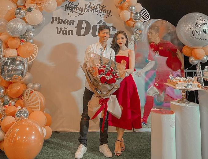 Văn Đức có điều kiện đón sinh nhật lần thứ 25 bên bà xã Nhật Linh khi SLNA thi đấu sân nhà ở vòng 9 V-League 2021. Ảnh: VNL.