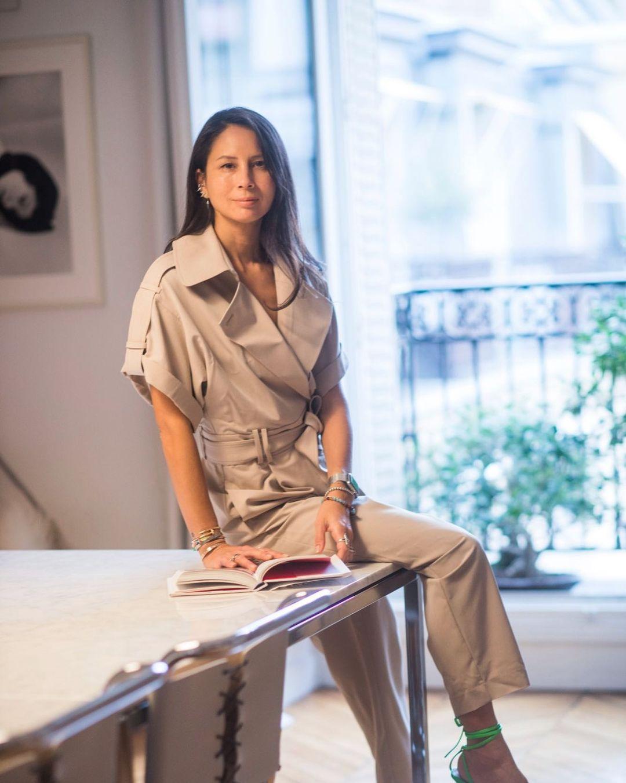 Hiện Mélanie Huynh làm công việc tự do, kinh doanh mỹ phẩm nhưng vẫn luôn là gương mặt quen thuộc ở các hàng ghế đầu của show thời trang.