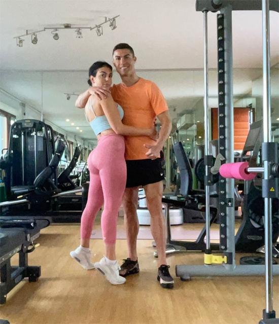 C. Ronaldo và bạn gái Georgina Rodriguez tình tứ trong phòng gym. Ảnh: Instagram.