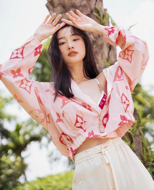 Khánh Linh, Jun Vũ đụng áo tắm hiệu  - 14