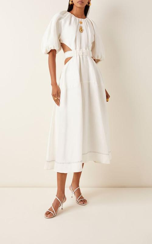 Bên cạnh chất liệu lụa mềm mại, vải linne với độ thấm hút mồ hôi cao vẫn là chất liệu được ưa chuộng trong mùa hè.