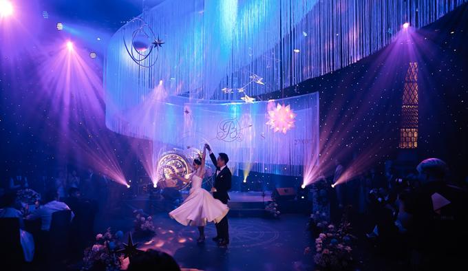 Kim Bảo làm chỗ dựa vững chắc khi Thanh Thanh thực hiện động tác xoay trong màn khiêu vũ.