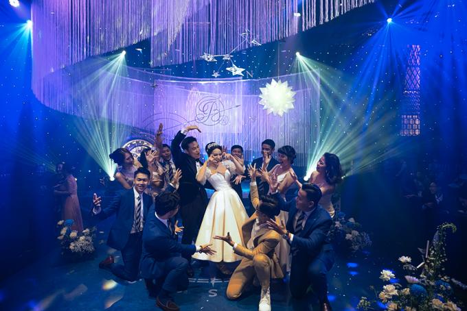 Điệu nhảy trẻ trung đã làm bùng nổ không khí của buổi tiệc cưới.