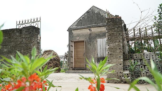 Ngôi nhà nhỏ của anh Hinh nằm trong làng yên tĩnh.