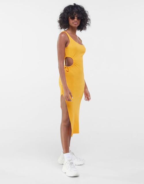Váy thun khoe khoảng hở là trang phục dành riêng cho những cô nàng yêu thể thao. Đây là trang phục tôn vóc dáng và giúp họ khoe thành quả sau thời gian chăm chỉ luyện tập ở phòng gym.