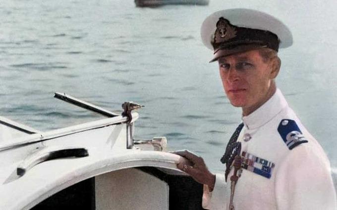 Thời trẻ Hoàng thân Philip từng phục vụ Hải quân Hoàng gia Anh.