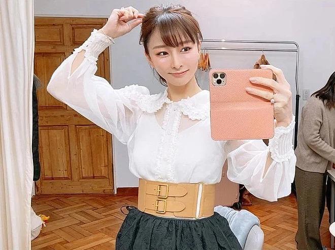 Ishii giữ được làn da trẻ trung hơn rất nhiều so với tuổi 44.