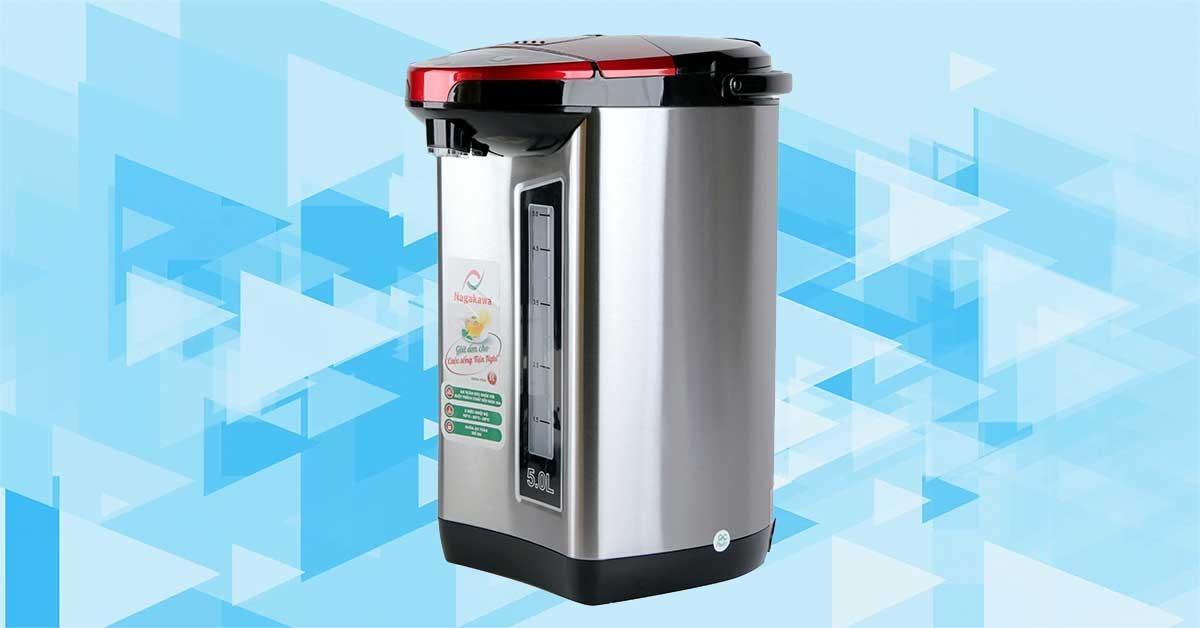 Bình thủy điện 5 lít Nagakawa NAG0405 đáp ứng nhu cầu sử dụng nước nóng cho cả gia đình như pha trà,cà phê, nấu mì ăn liền... Công suất 750 W giúp đun sôi rất nhanh, tích hợp một số tính năng như tự ngắt khi quá tải, khóa an toàn ngăn nước đổ ra ngoài... Phích điện có thang đo hiển thị mực nước trong bình đun giúp bạn dễ dàng châm nước theo nhu cầu và châm thêm khi bình cạn nước. Sản phẩm có giá 1,155 triệu đồng, giảm 16% so với giá gốc.