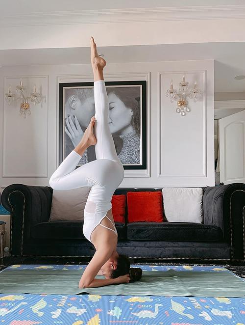 Thúy Diễm tích cực tập yoga vì muốn nhanh chóng giảm cân và lấy lại vóc dáng mảnh mai.