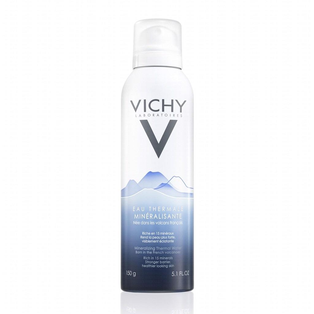 Xịt khoáng Vichy Mineralizing Thermal Water 150 ml có giá 233.000 đồng, giảm 10% so với giá gốc. Sản phẩm chứa 15 loại khoáng chất cần thiết giúp làm sạch bề mặt da, đồng thời làm dịu da tức thì, giảm ửng đỏ, cảm giác châm chích và nóng rát trên da, nhất là vào mùa hè nóng bức. Sản phẩm còn giúp tăng cường khả năng chống lão hóa tự nhiên của da.