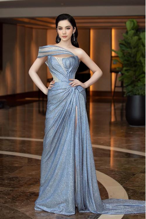 Góp mặt tại buổi họp báo công bố cuộc thi Miss World Vietnam 2021, Cẩm Đan được đánh giá  mặc đẹp và lấn át cả dàn hoa hậu bao gồm những tên tuổi đình đám như Tiểu Vy, Lương Thùy Linh, Đỗ Thị Hà...