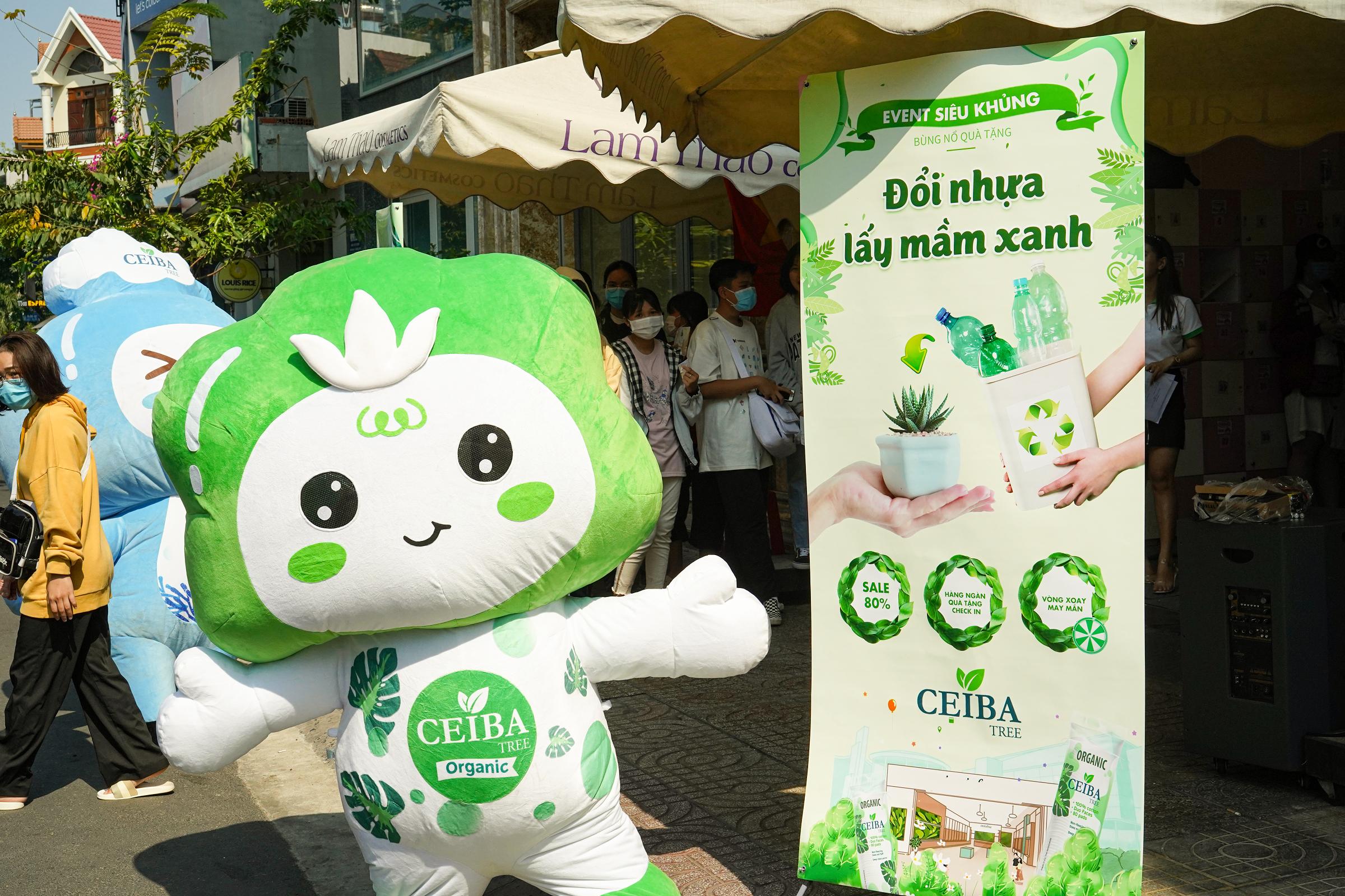Sự kiện Đổi nhựa lấy mầm xanh thu hút hơn 200 bạn trẻ.