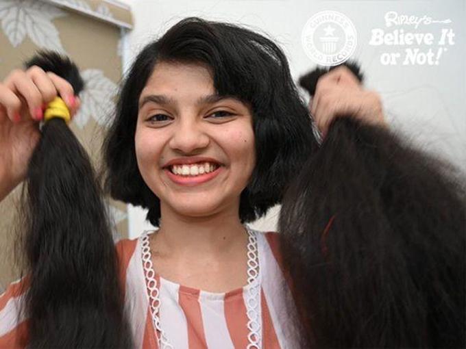 Patel trẻ trung hơn với mái tóc ngắn mới. Ảnh: Indiatimes.