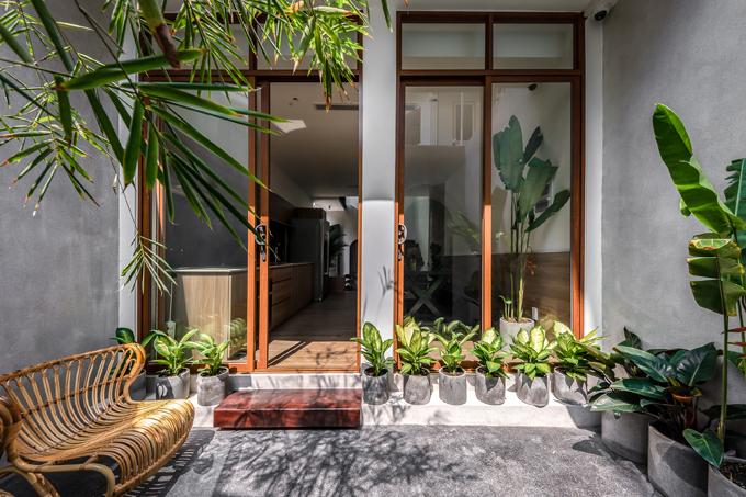 Tuy diện tích nhà ở hạn chế nhưng tất cả các không gian trong nhà đều có những ô thông tầng hoặc các mảng kính để giải phóng tầm nhìn, đại diện nhóm chia sẻ.