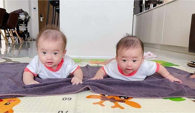 Vẻ đáng yêu của hai nhóc tỳ sinh đôi nhà nhạc sĩ Dương Khắc Linh.