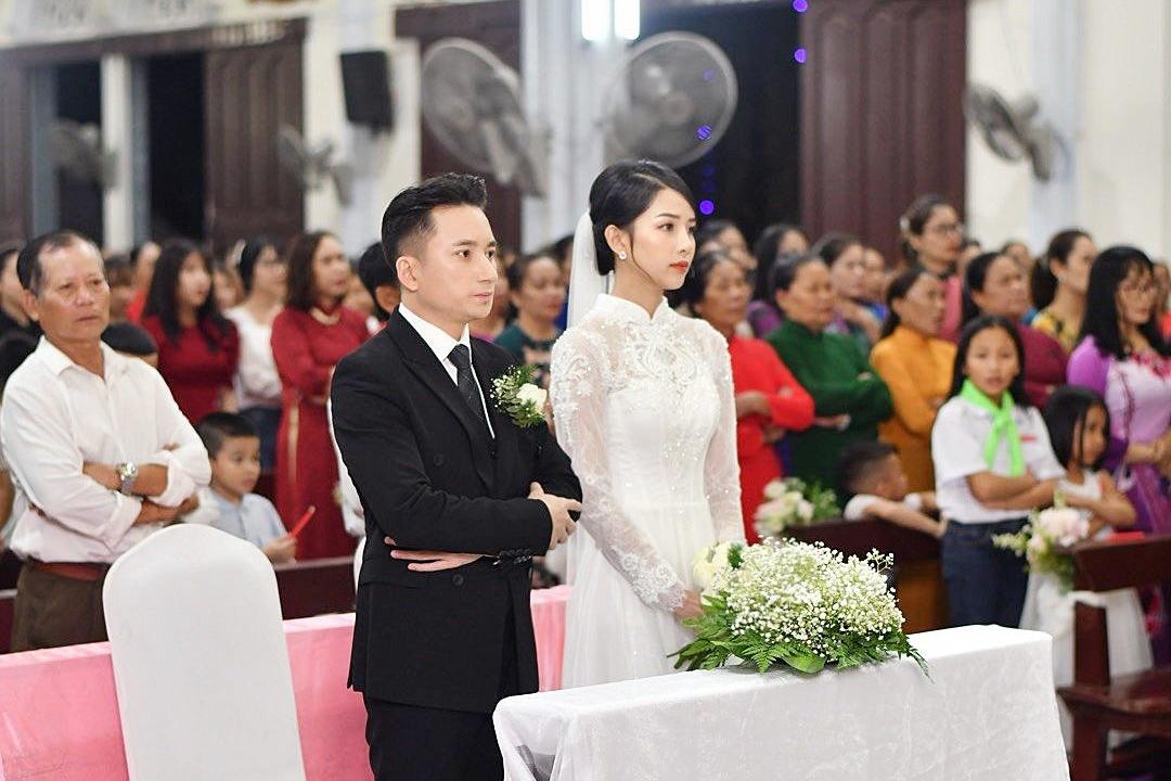 Ngày mai 17/4, tiệc cưới của Phan Mạnh Quỳnh - Khánh Vy sẽ diễn ra với số lượng khách mời dự kiến 700 người. Theo tiết lộ từ êkíp thực hiện, nhà rạp được lên ý tưởng trong vòng 3-4 tuần và dựng xong trong vòng một tuần lễ.